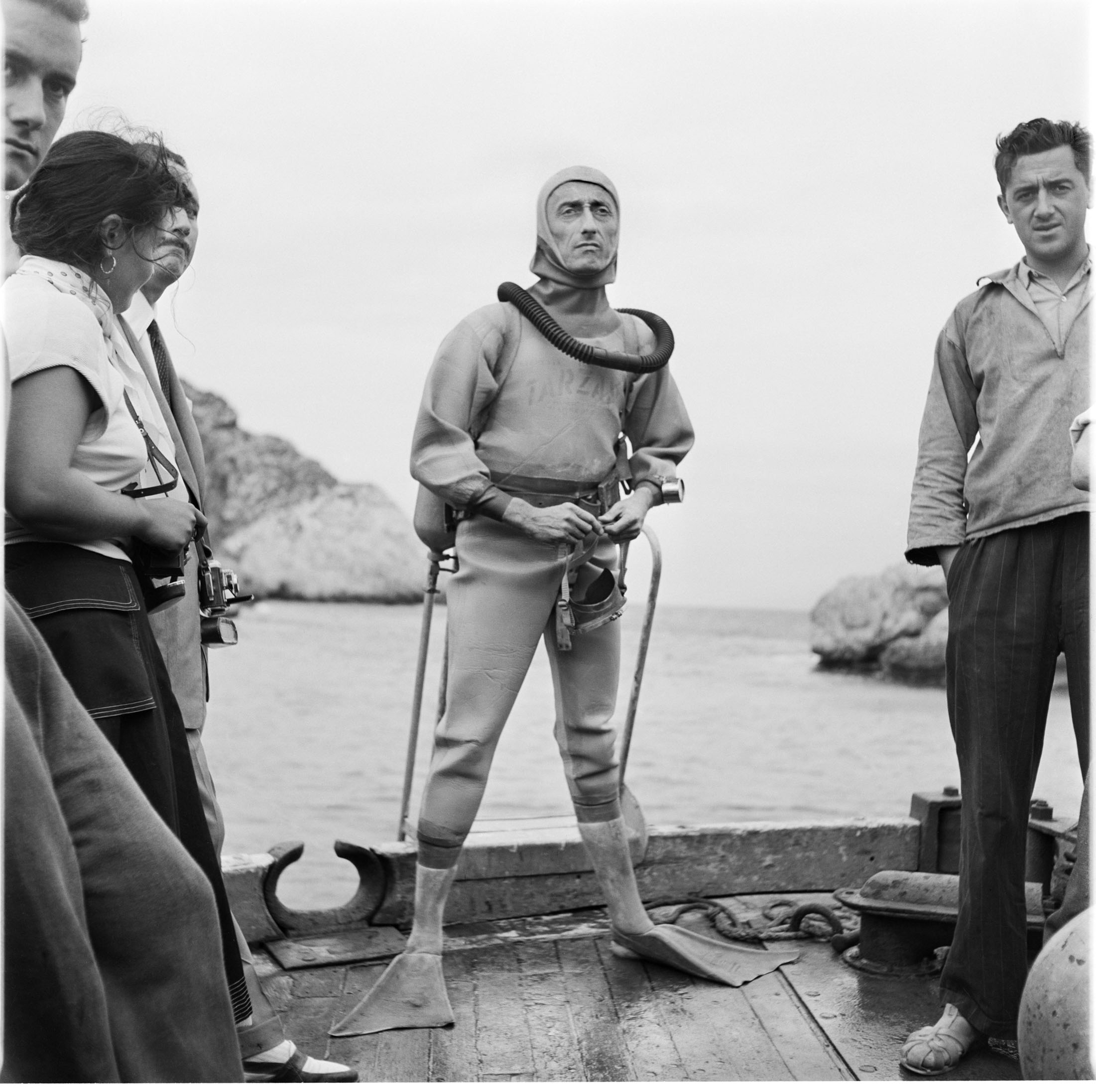 В 1943 году жак-ив кусто вместе с эмилем гагнаном изобрели первый безопасный и эффективный аппарат для дыхания под